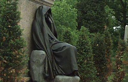 estatua_encapuchada_cementerio